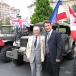 Sylvain Berrios avec Pascal Guarino, chauffeur du Maréchal Leclerc